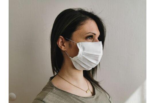Fehér orrmerevítős, mosható, kétrétegű textil szájmaszk (többször használható)